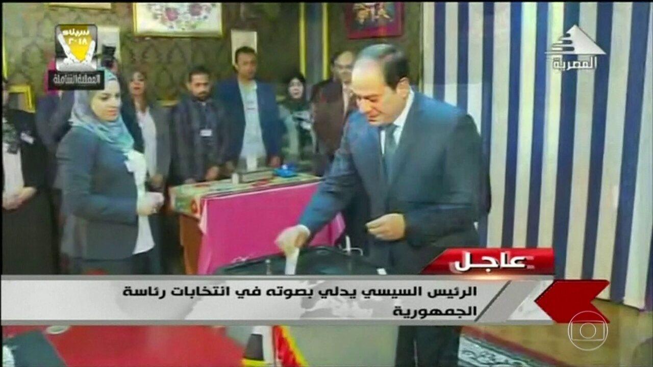 Egito vai às urnas para eleger presidente.