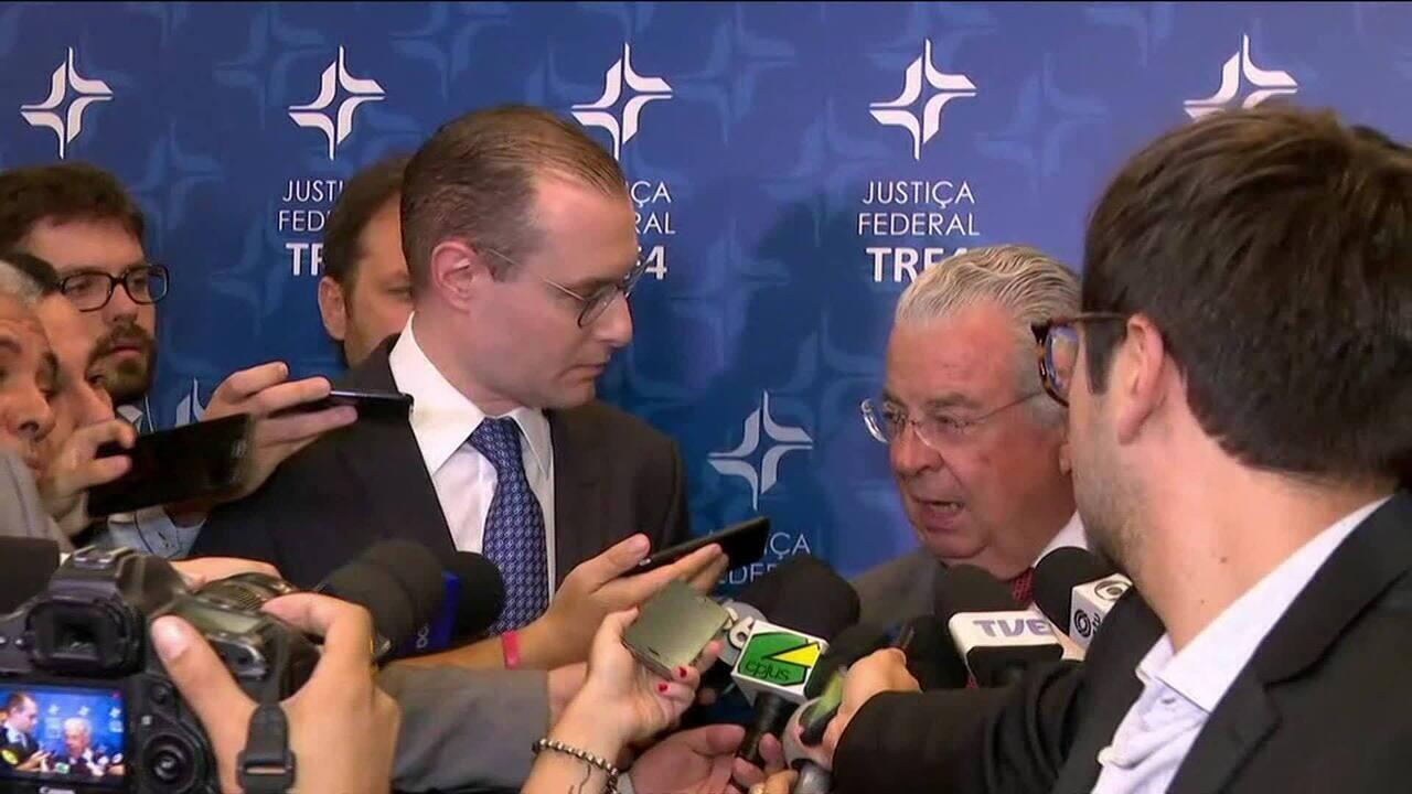 Advogados de Lula dão entrevista após julgamento dos embargos de declaração no TRF-4