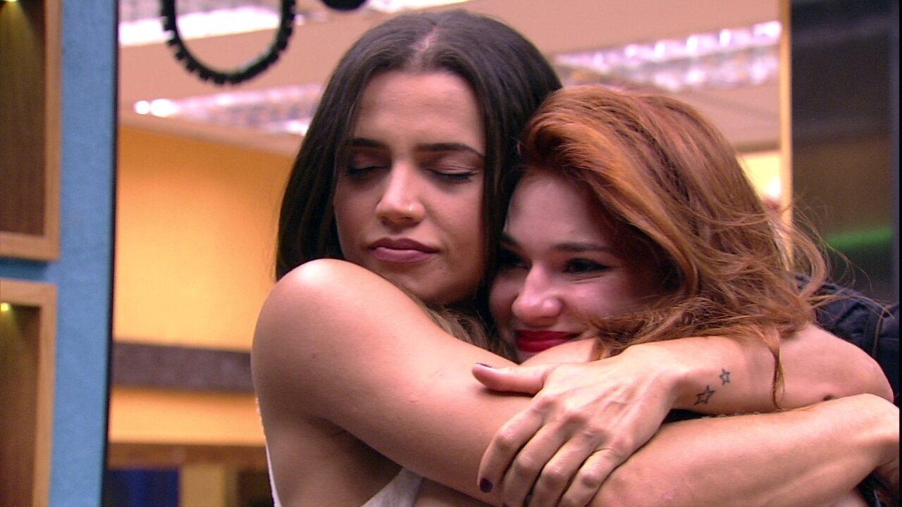 Paula abraça Ana Clara: 'Amanhã só vai dar nós, amiga'