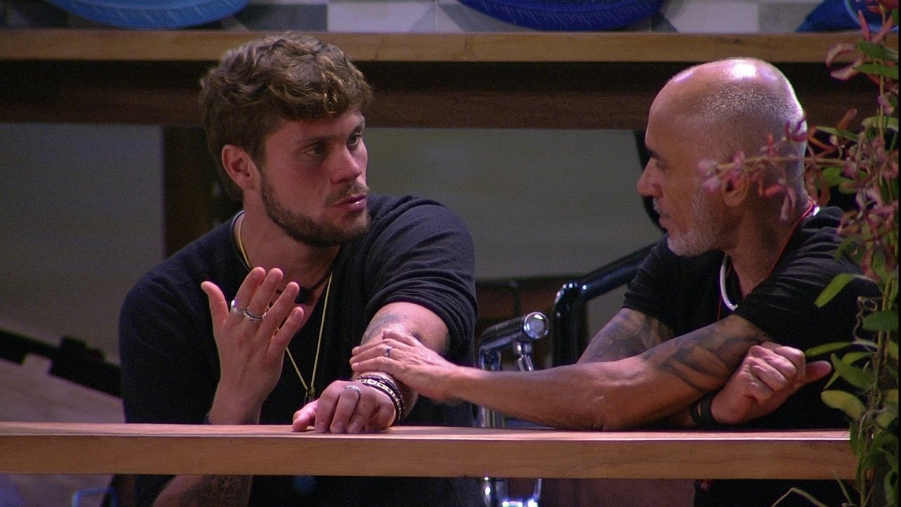 Breno e Ayrton conversam sobre postura de Caruso no jogo