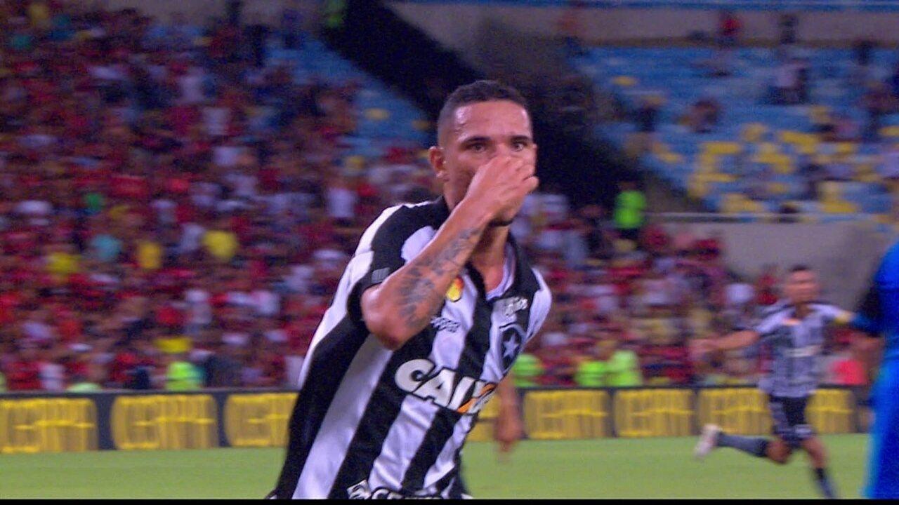 Gol do Botafogo! Lindoso lança Marcinho, que cruza e Luiz Fernando marca, aos 38 do 1º