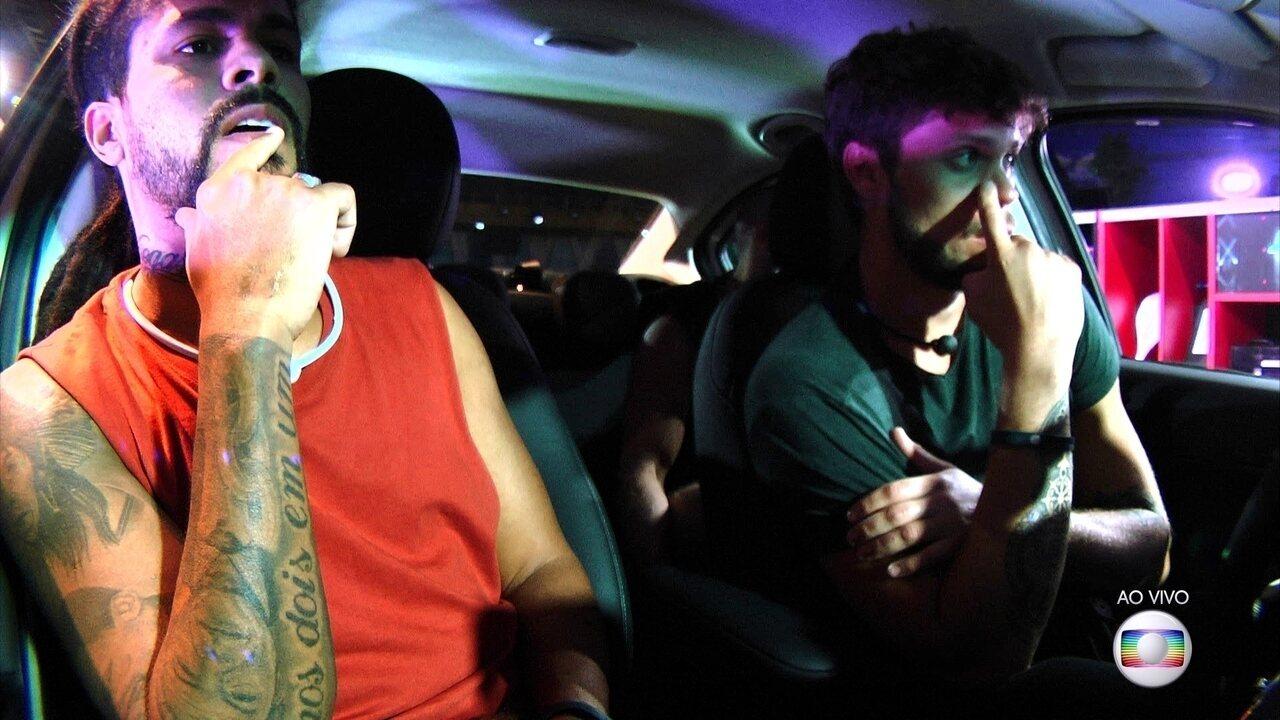 Brothers celebram ao descobrirem que vencedor da prova leva um Fiat Cronos