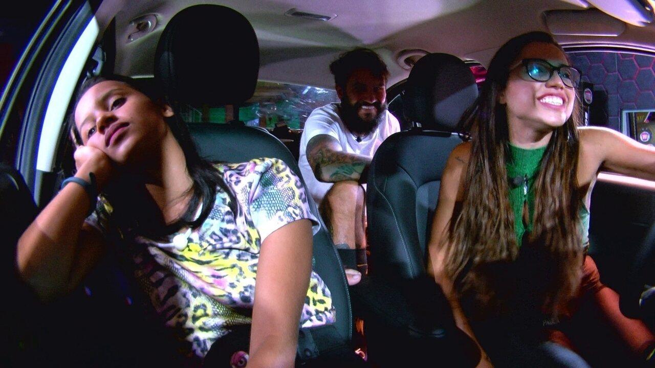 Ana Clara e Gleici ficam em silêncio no carro Vermelho Marsala