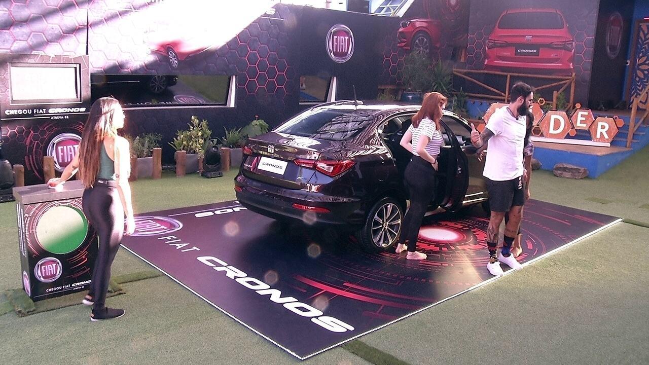 Sisters e Wagner retiram itens do Fiat Cronos Vermelho Marsala