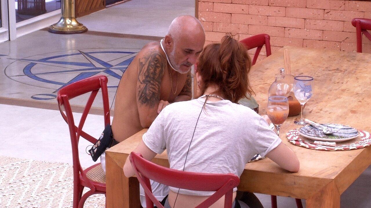 Ayrton aconselha Ana Clara: 'Não precisa brigar'