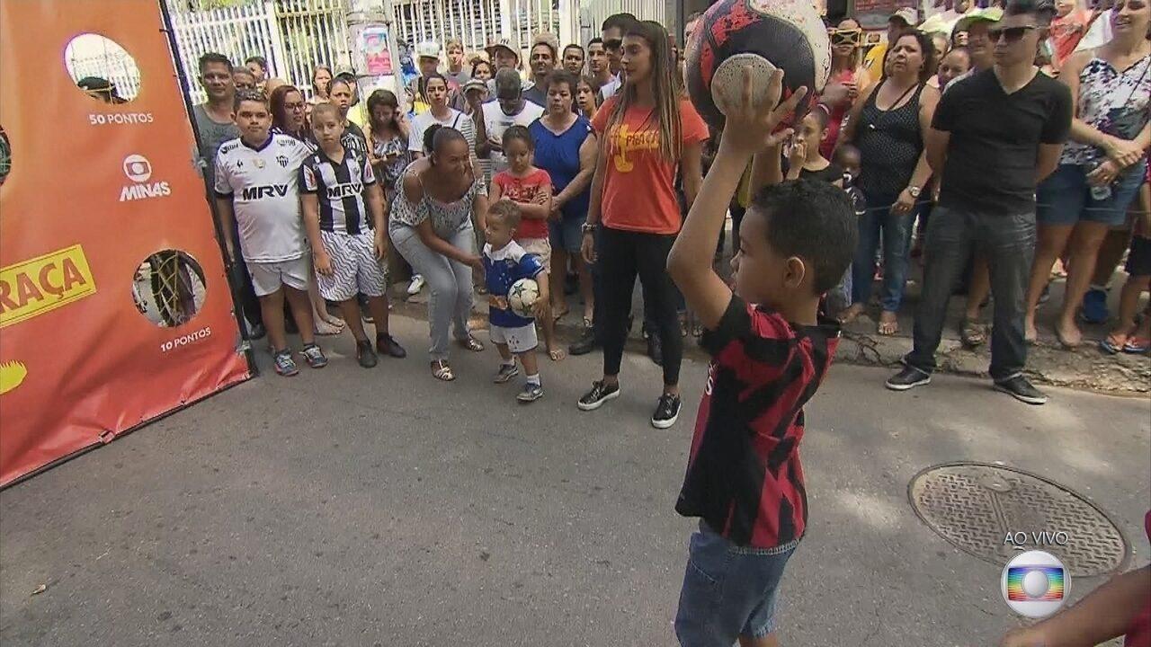 GE na Praça: criançada testa a pontaria no jogo do arremesso