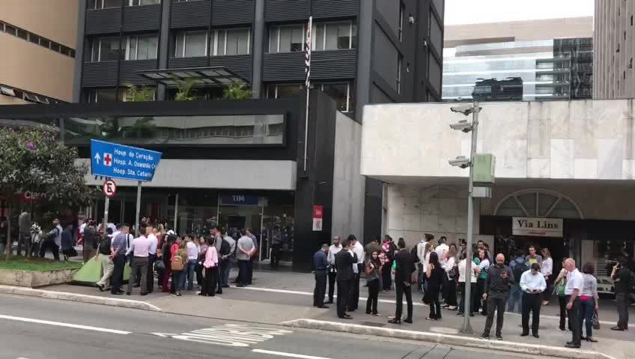Internauta registra prédios sendo esvaziado na Avenida Paulista após tremor de terra