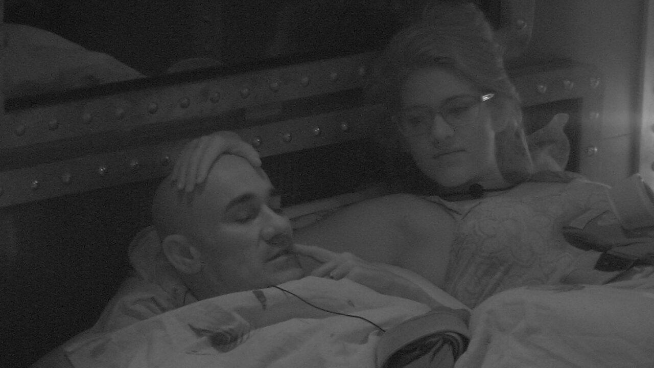 Ayrton diz que gosta de brother e Ana Clara o chama de 'trouxa'