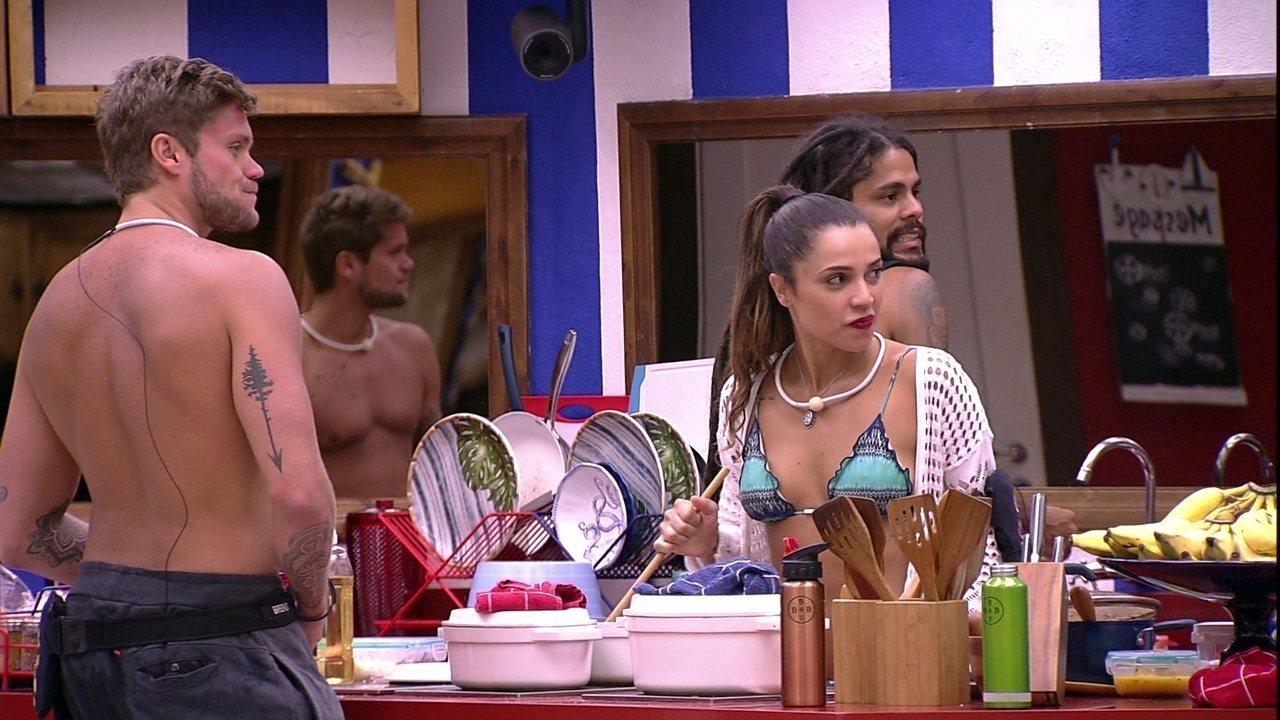 Breno comemora ao ver feijão do Tá com Nada: 'É feijoada?'