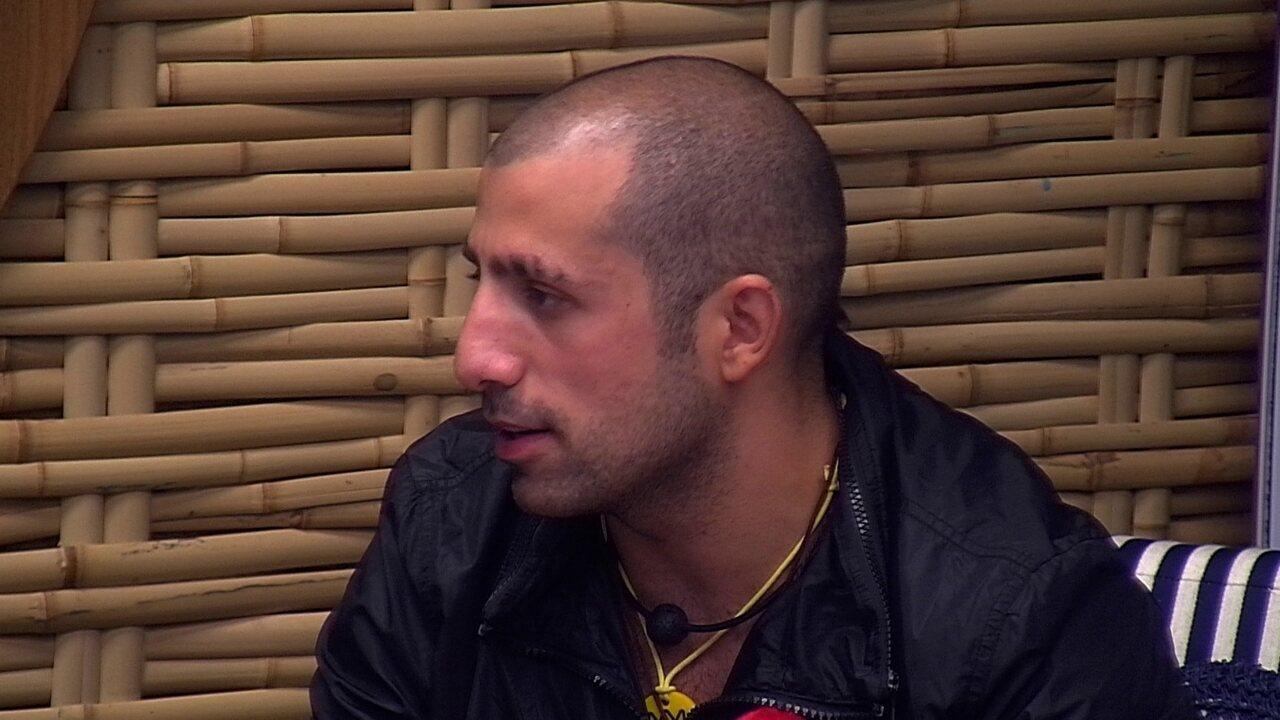 Kaysar fala sobre sua vida na Síria com Ayrton