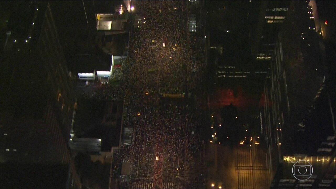 Manifestantes pró e contra Lula vão às ruas na véspera do julgamento do habeas corpus