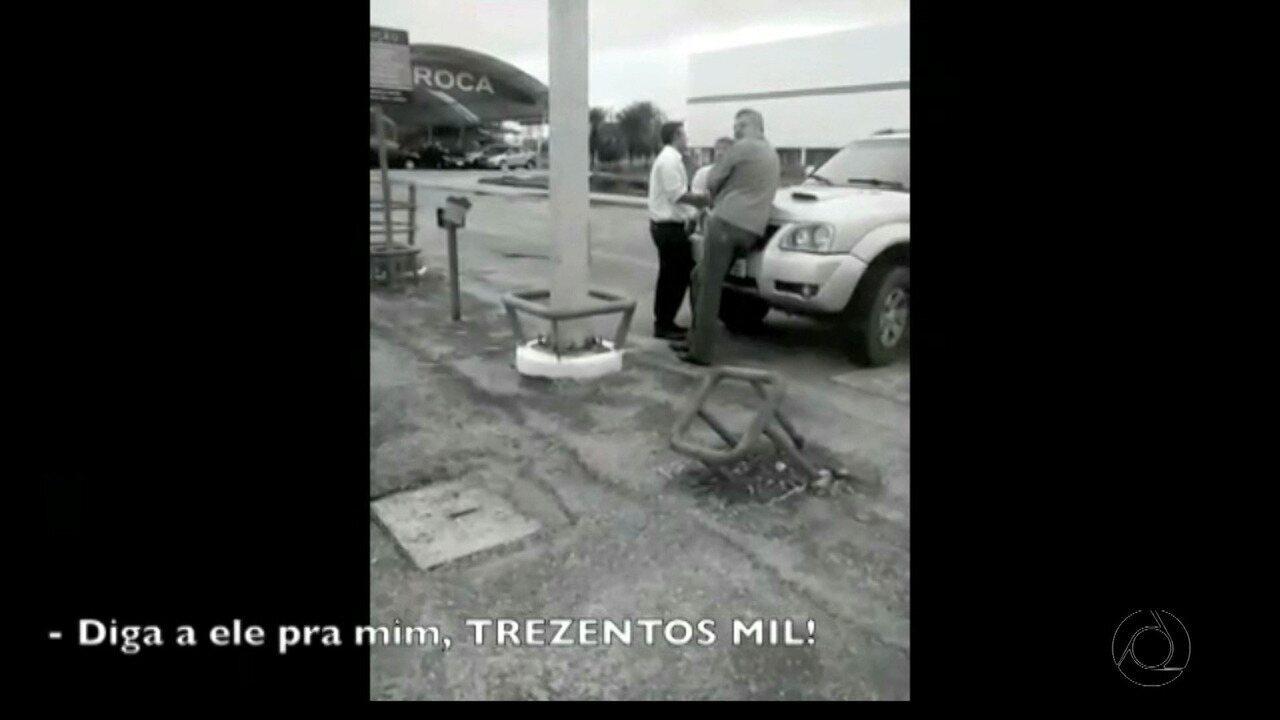 Vídeo mostra prefeito de Cabedelo negociando suposta propina com empresário