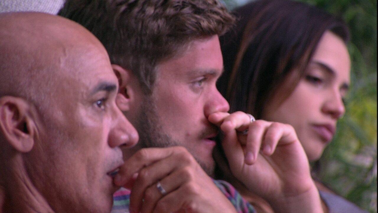 Ayrton comenta ao lado de Breno e Paula: 'Silêncio total'