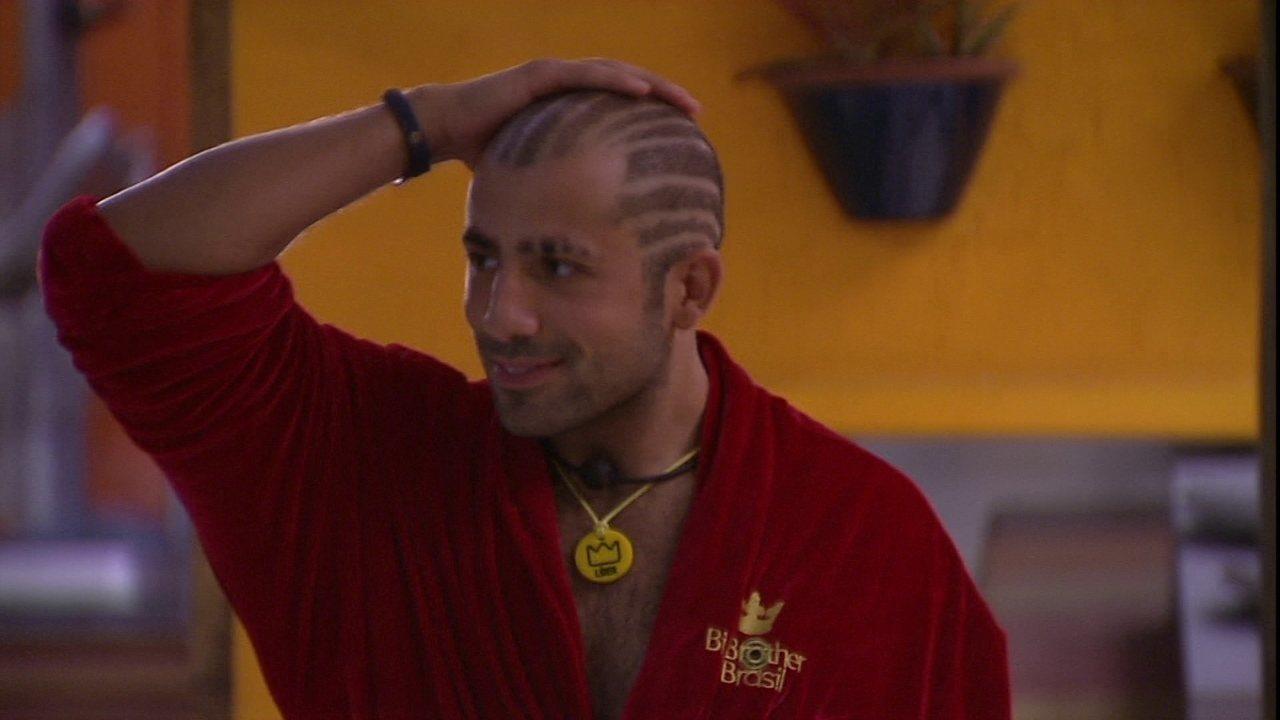 Kaysar mostra novo corte de cabelo a Ayrton