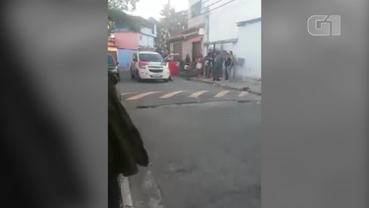 Aparador Colonial De Madeira ~ Vídeo mostra PM batendo no rosto de jovem em abordagem na Zona Sul de SP S u00e3o Paulo G1