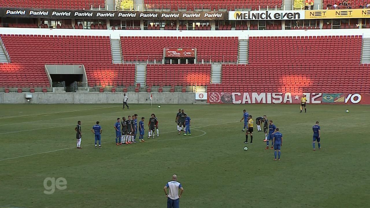 Danilo Fernandes volta ao Inter em jogo-treino