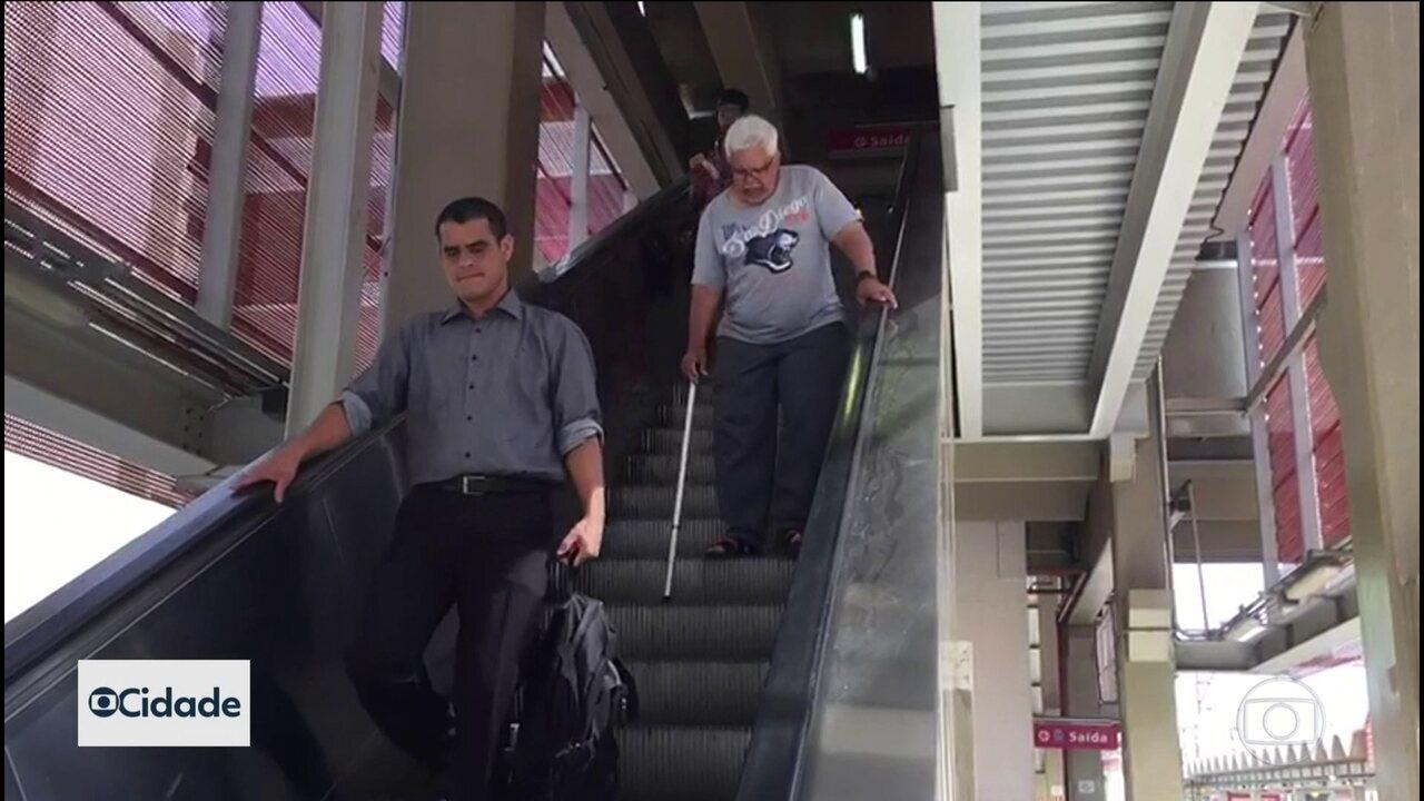 Escadas rolante da estaçaõ Carapicuíba da CPTM não estão funcionando