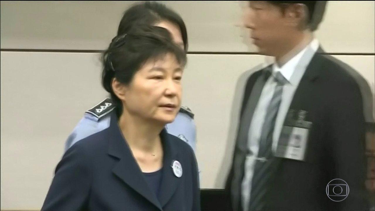 A ex-presidente da Coréia do Sul, Park Geun-hye, foi condenada, hoje, a 24 anos de prisão