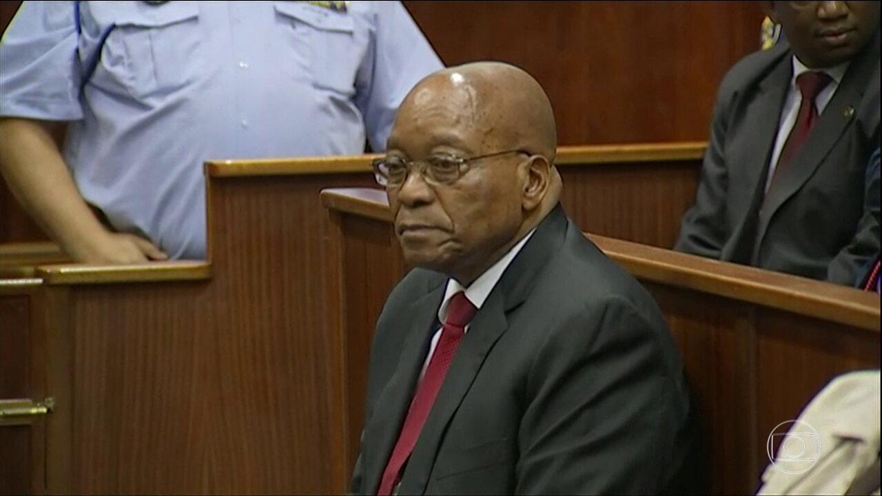 Ex- presidente Jacob Zuma se apresentou, pela primeira vez, a um tribunal
