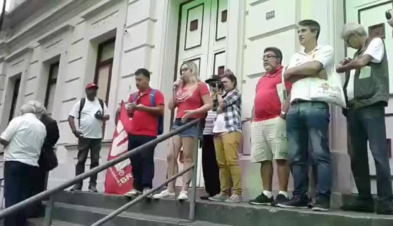 Manifestantes fazem ato em Juiz de Fora contra a prisão do ex-presidente Lula