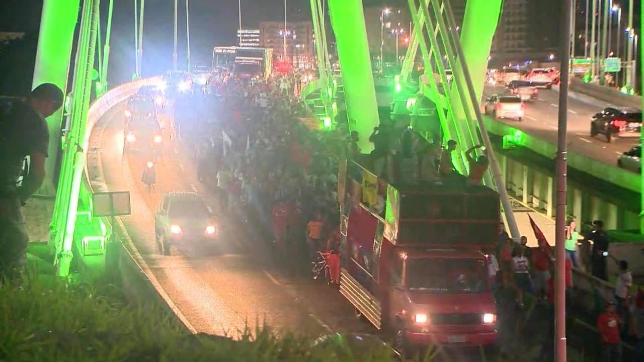 Vitória tem protesto contra a ordem de prisão de Lula