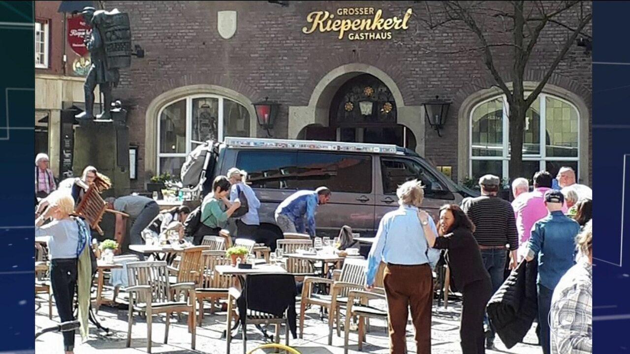 Motorista invade restaurante, mata 2 e fere 20 na Alemanha