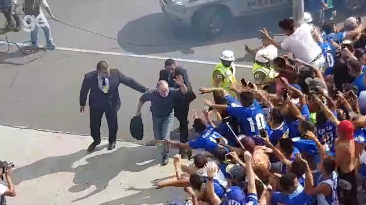 Confira chegada do Cruzeiro ao Mineirão para final contra o Atlético-MG
