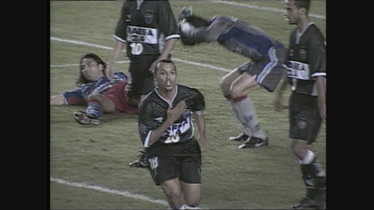 Atlético-MG vence o San Lorenzo, por 3 a 2, no Mineirão, pela Mercosul de 2000