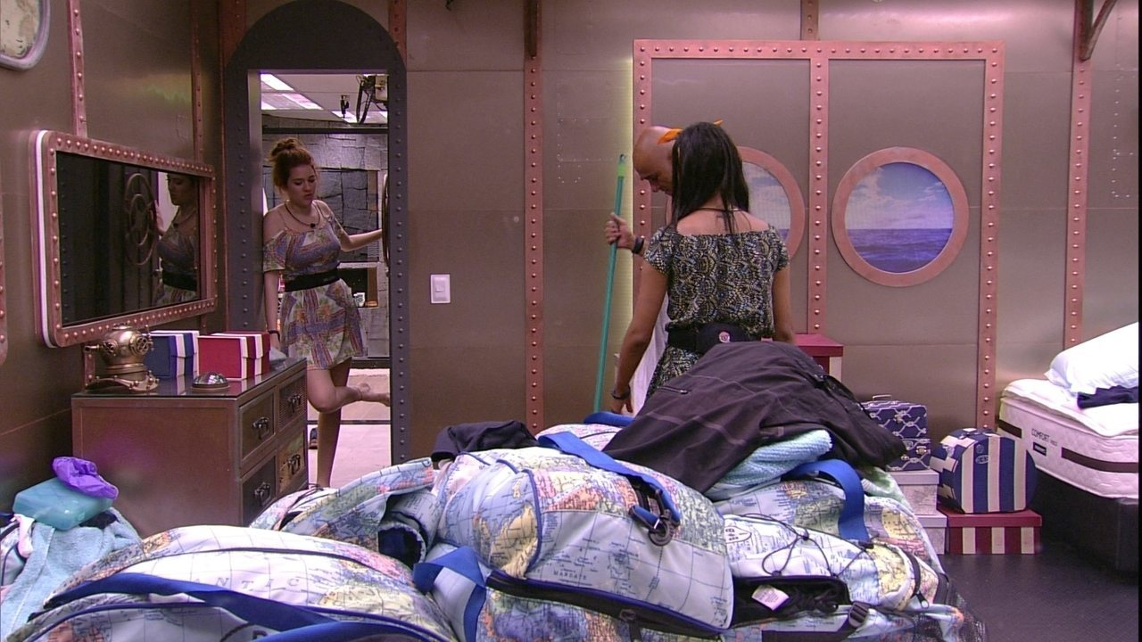 Gleici defende limpeza do quarto e Ana Clara dispara: 'Não tô falando que foi ruim'