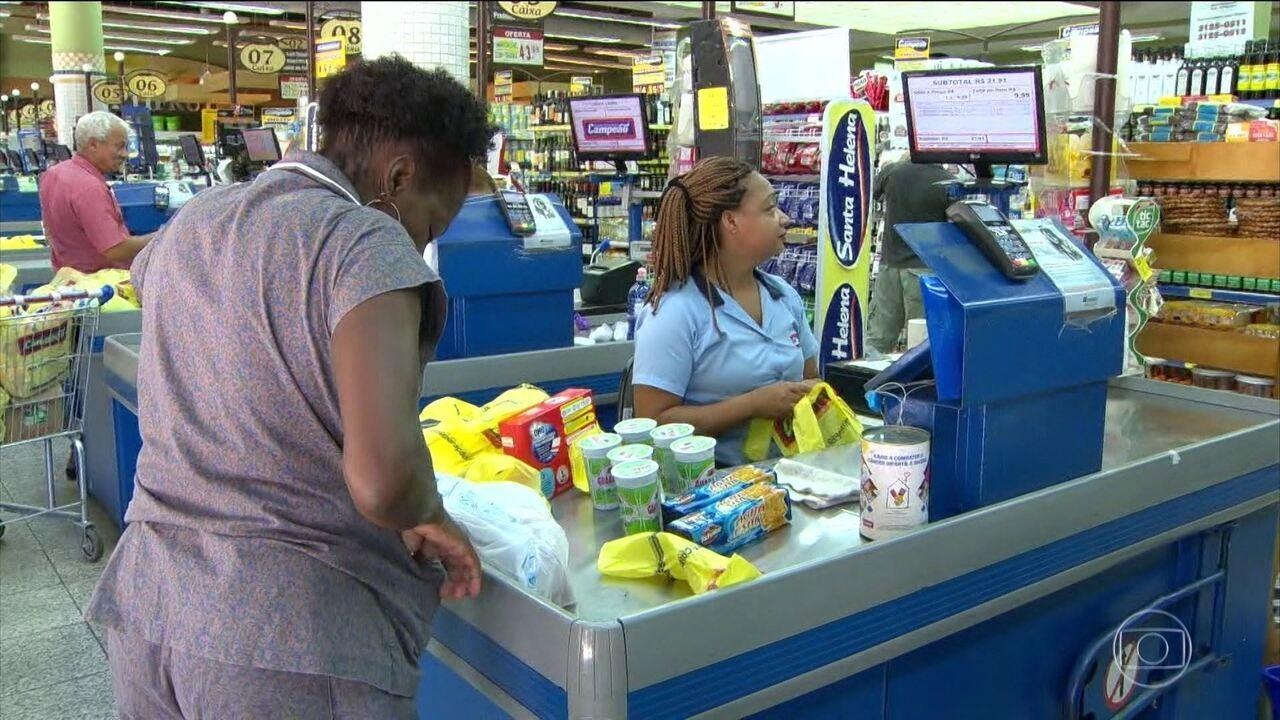 Renda média do brasileiro encolheu em 2017