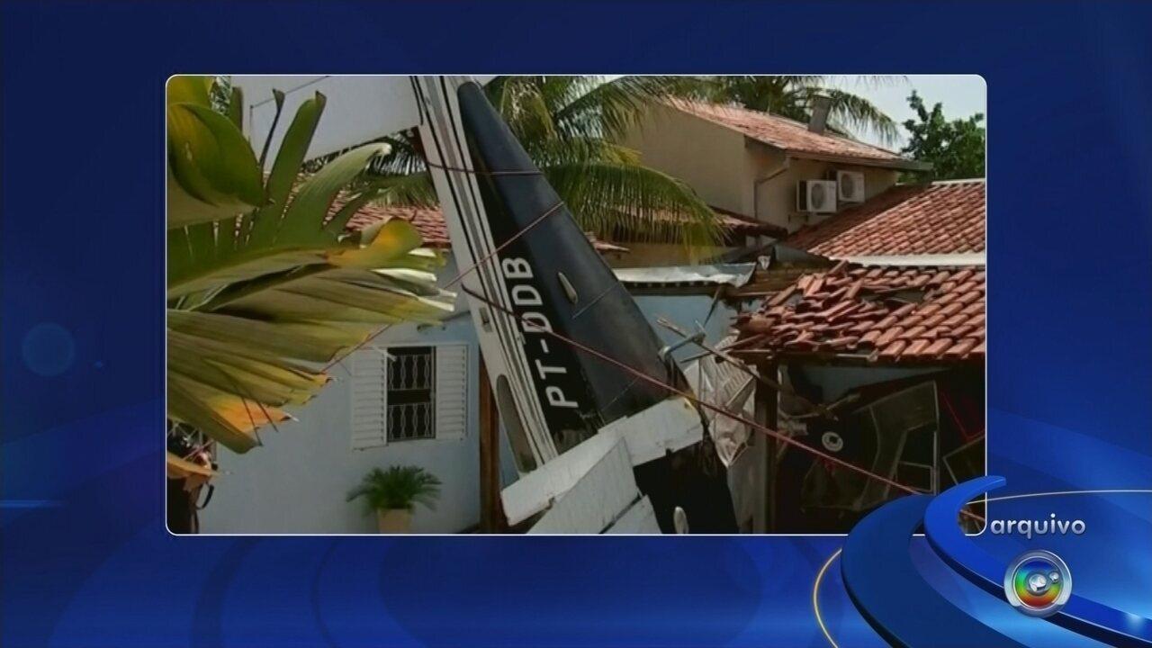 Relatório indica falta de combustível como possível causa da queda de avião em Rio Preto