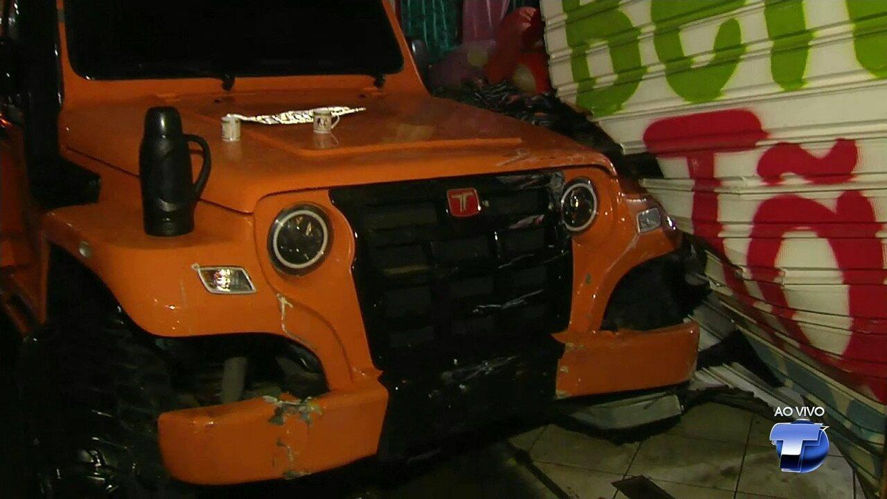 Motorista invade loja com carro no centro de Santarém e abandona veículo