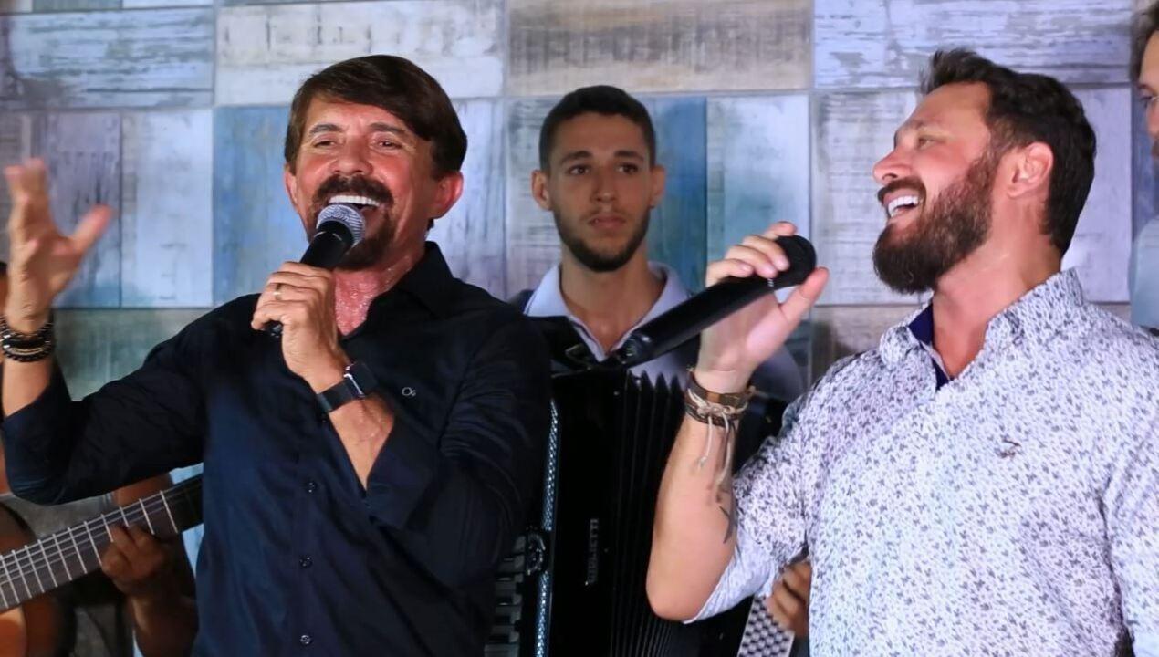 Adelmário Coelho e Zé Tramela dão show de forró no 'Combinado'