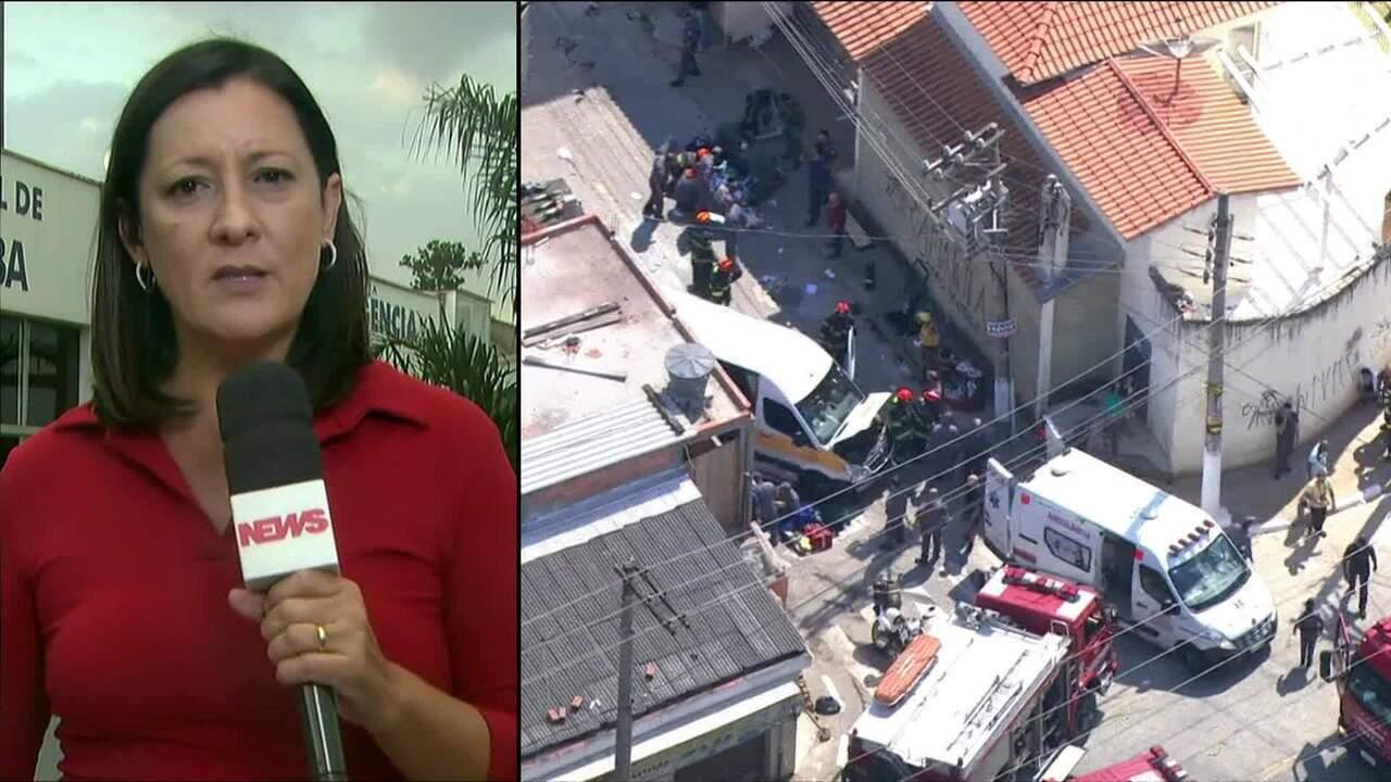 Acidente entre caminhão e van escolar deixa 17 feridos em Carapicuíba (SP)