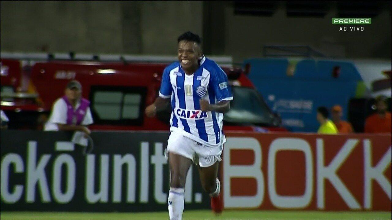 Veja: Niltinho sai na cara do gol e marca contra o Goiás
