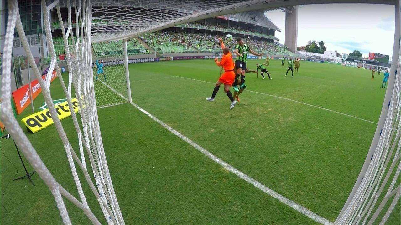 Gol do América-MG! Serginho aproveita bola na área e abre o placar, com 1' do 1º tempo