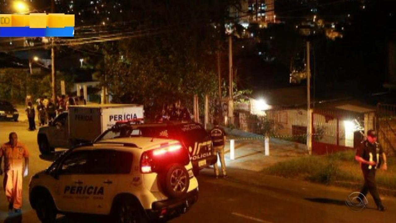 Desabamento de casa em construção mata mulher em Porto Alegre