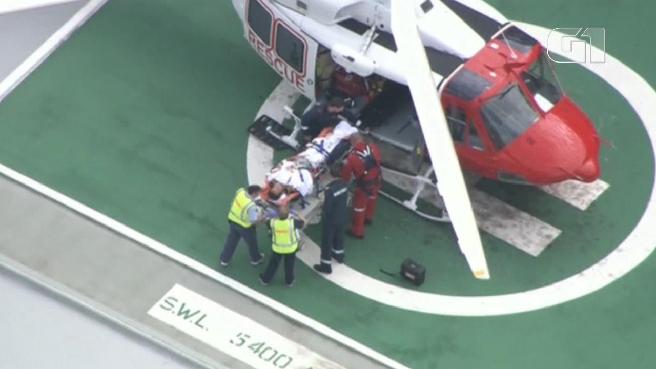 Homem é atendido após ataque de tubarão na Austrália