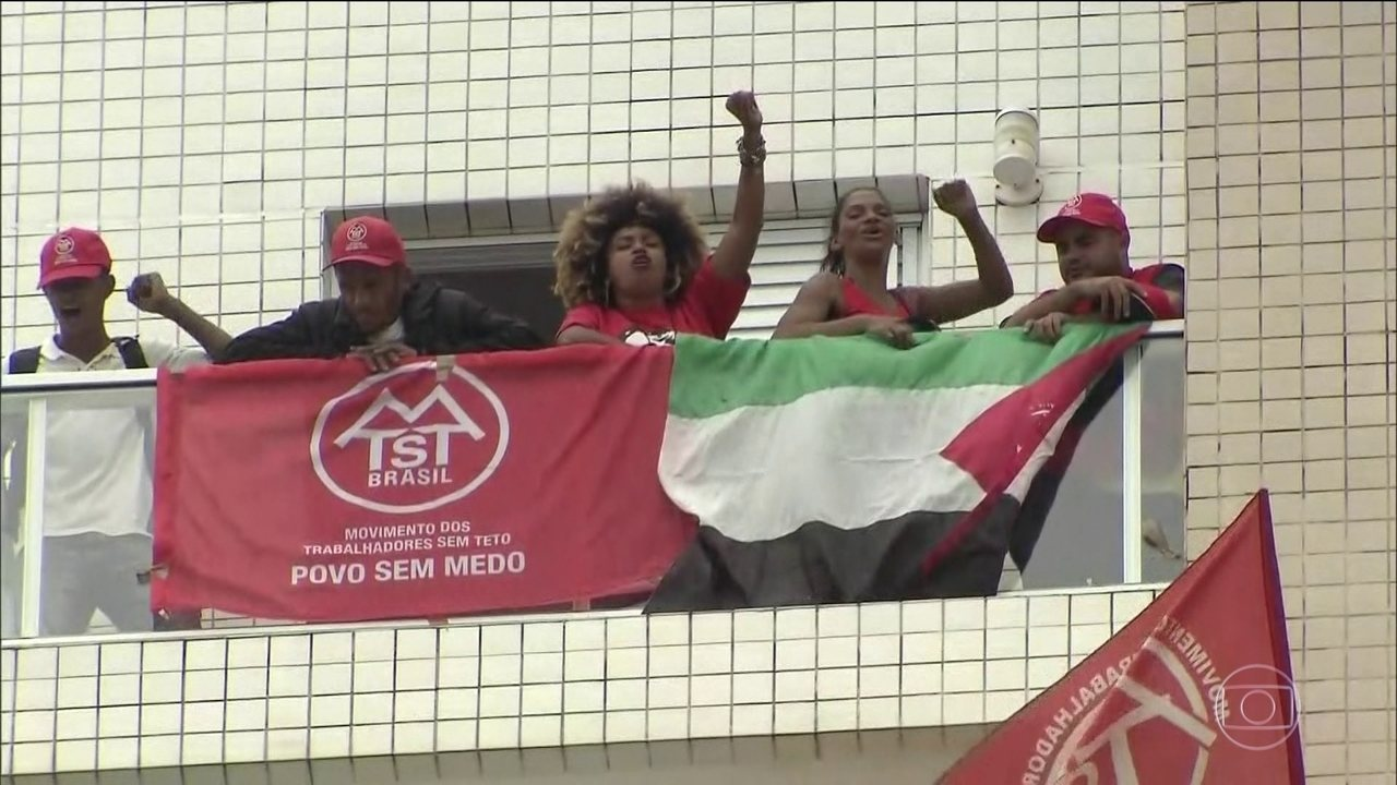 Militantes pró-Lula invadem triplex no Guarujá