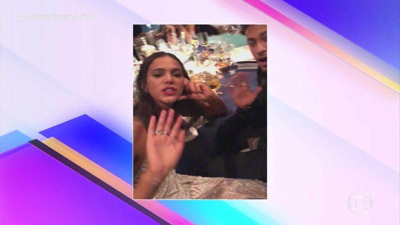 Bruna Marquezine entrega Neymar e diz que namorado 'se acha cantor'