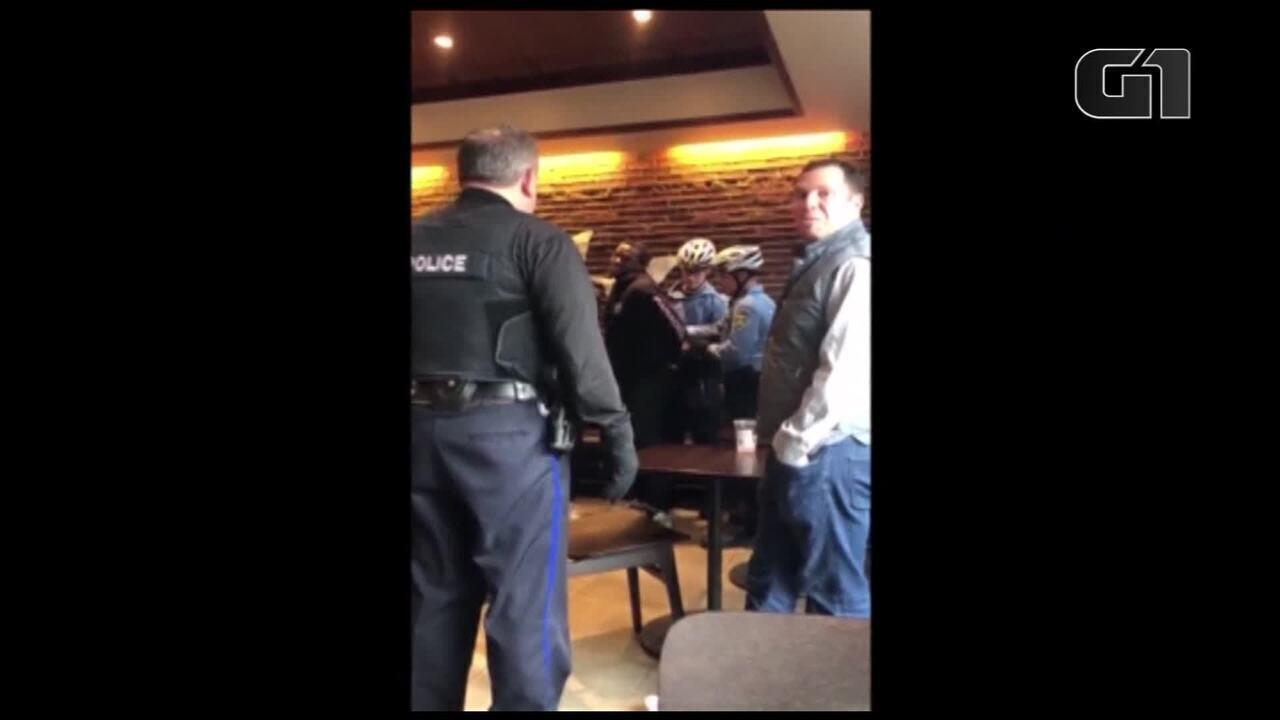 Starbucks é acusada de racismo após detenção de negros em loja na Filadélfia