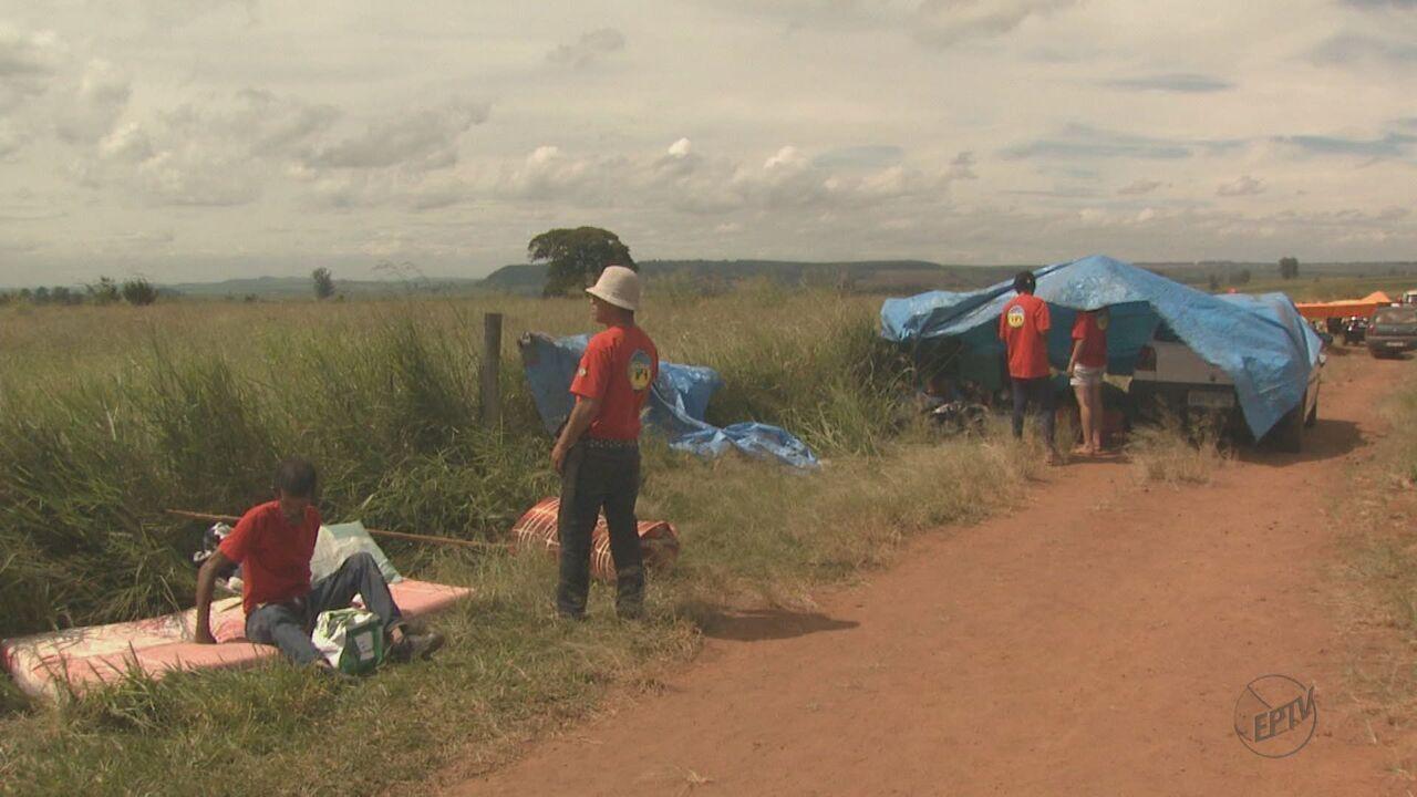 Integrantes da União Nacional Camponese ocupam fazenda da Embrapa em São Carlos