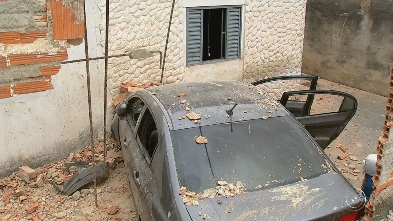 Carro desgovernado invade quarto onde aposentada e neta dormiam em Sorocaba