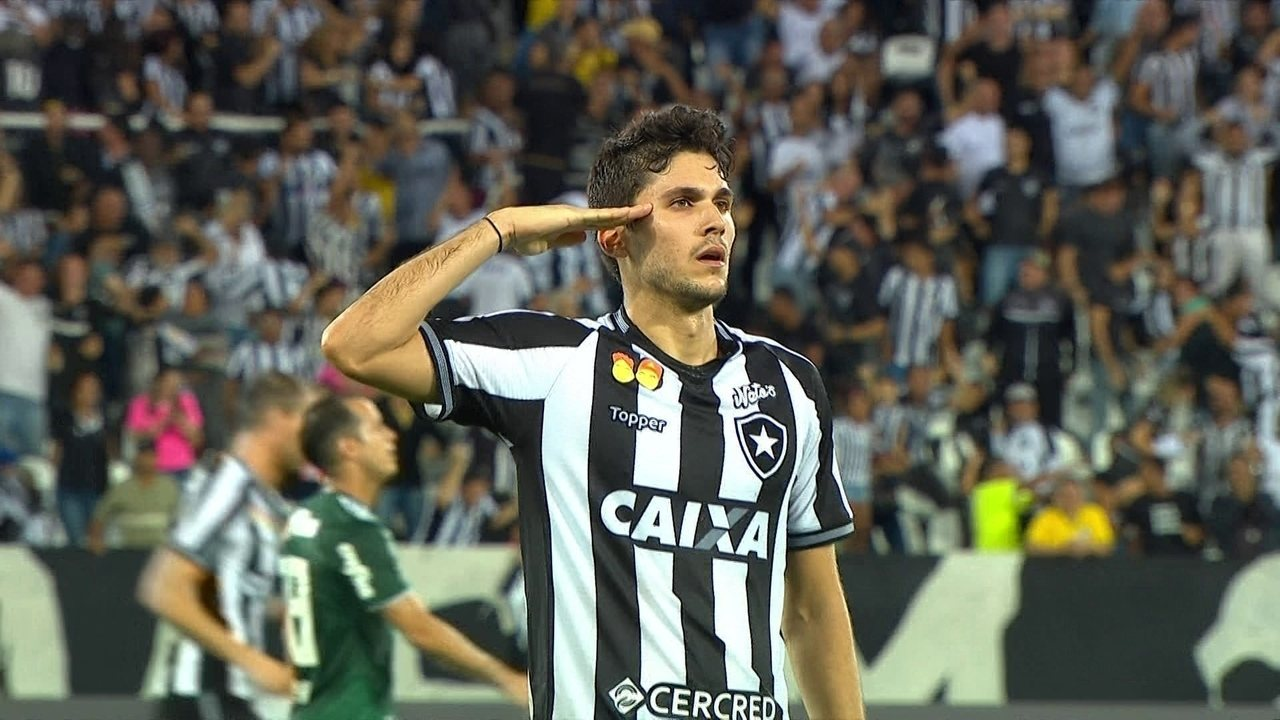Gol do Botafogo! Igor Rabello tenta duas vezes e empata o jogo, aos 36' do 2º Tempo