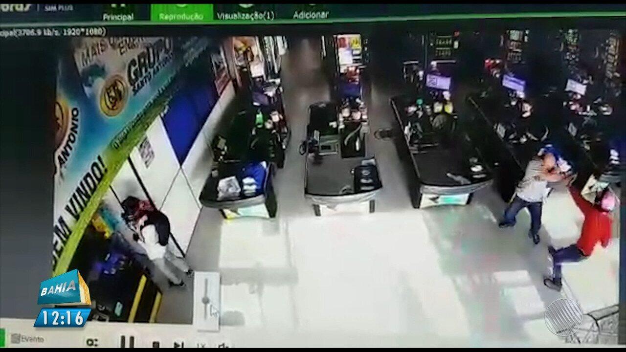 Flagrante: imagens mostram assalto a supermercado em Luís Eduardo Magalhães