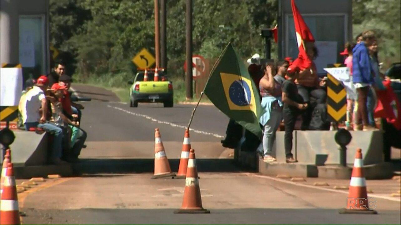 Manifestantes do MST fazem protestos em praças de pedágio do Paraná