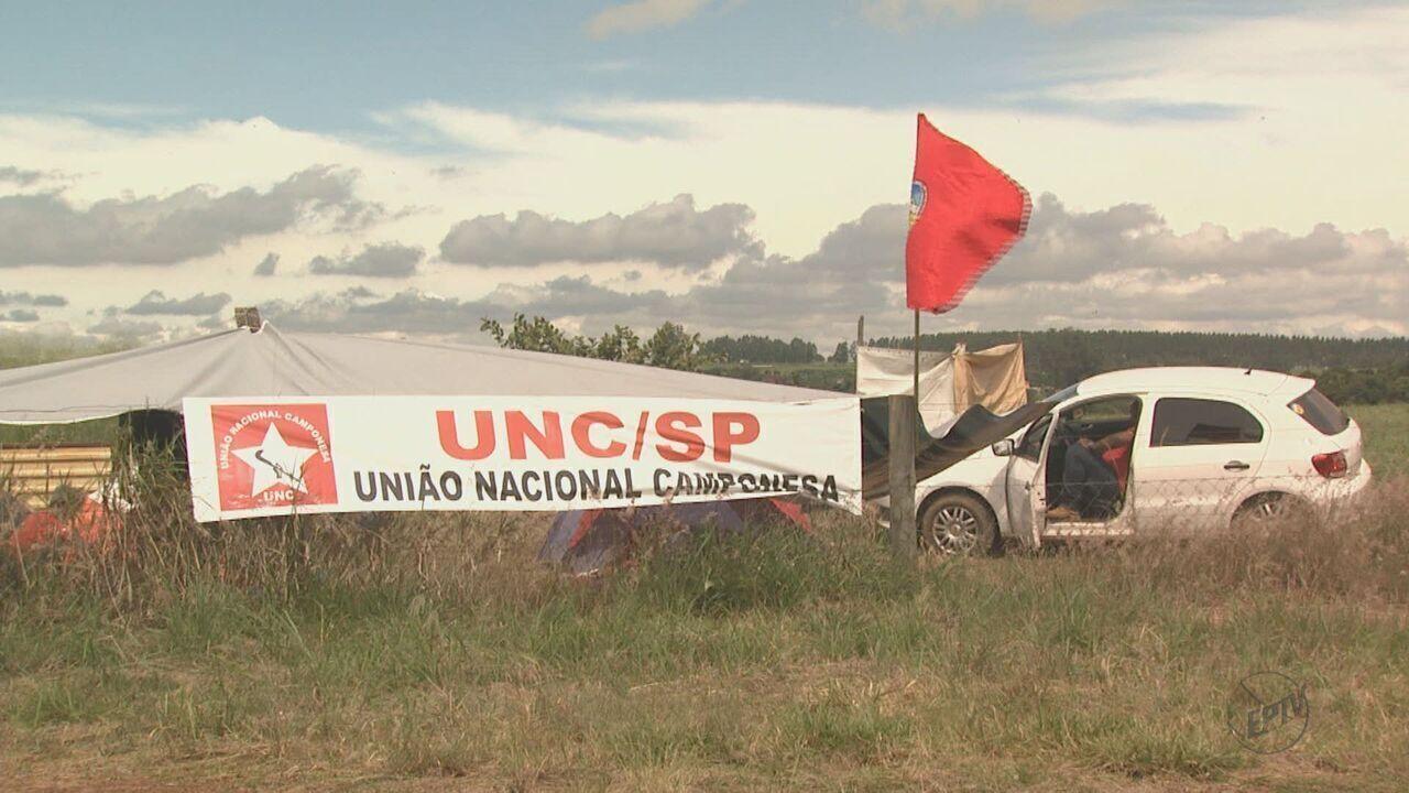 Famílias sem terra desocupam fazenda da Embrapa em São Carlos, SP