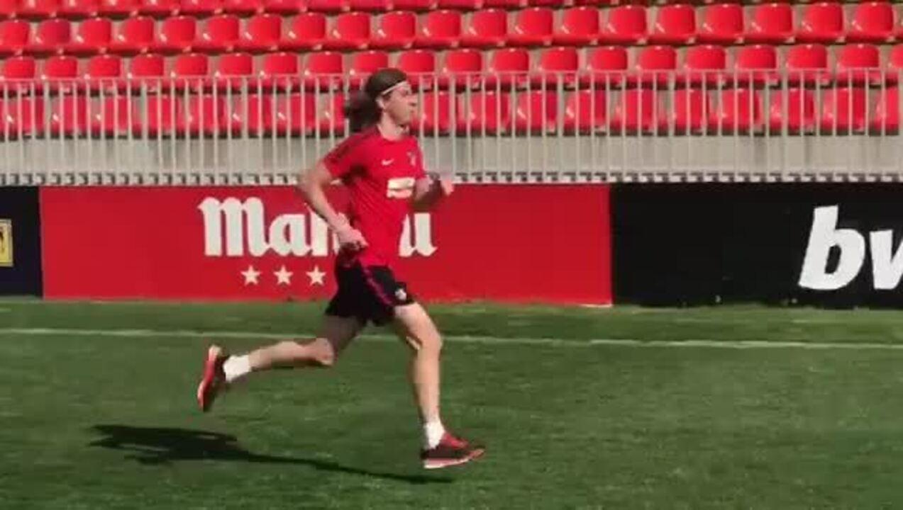 Filipe Luís treina em recuperação de lesão no Atlético de Madrid