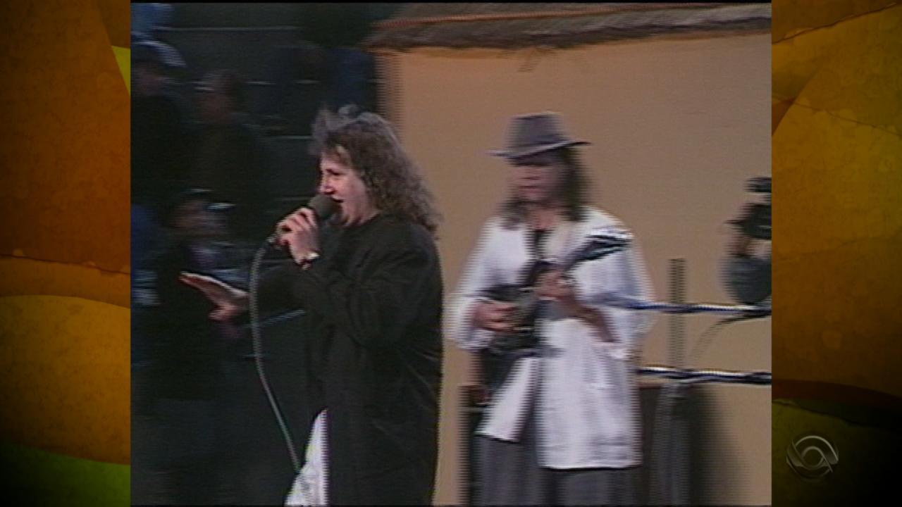Recuerdos: Rui Biriva canta 'Tchê Loco' em 1992