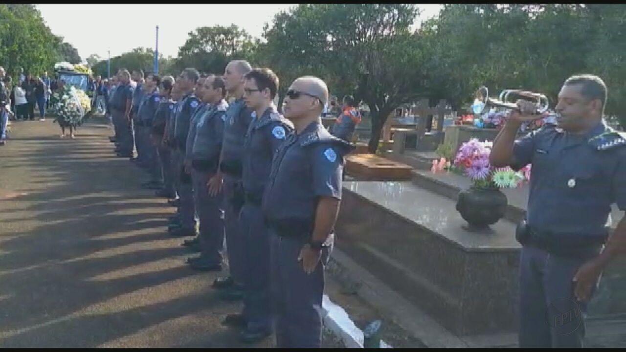 Policial morto em tiroteio durante assalto a ônibus em SP é enterrado com honras militares